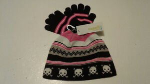 TODDLER (GIRL`S) TUQUE AND GLOVES