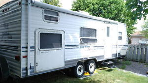 Four Winds Express Lite Travel Trailer - 26ft - Sleeps 8
