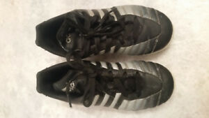 BOYS SIZE 2 SOCCER CLEATS