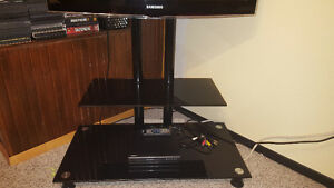 "Samsung 32"" 1080p tv and glass tv stand 400$ nego West Island Greater Montréal image 3"