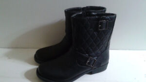 Ladies Boots  New  Size 9  Very Fashionable $30 obo