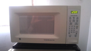General Electric Turntable Microwave Oven