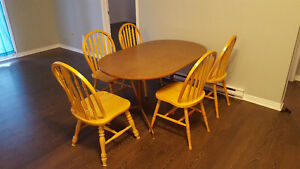 Dinner table set of 6 wooden chairs Gatineau Ottawa / Gatineau Area image 3