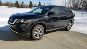 2017 Nissan Pathfinder SL AWD Excellent condition *Reduced*