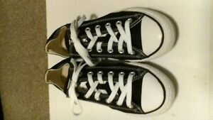 Converse black and white size 7 mens