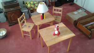 Childrens table set with crayon lamp