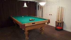 Regence Ca Spa Deluxe Oak Billiard Pool Table w/ All Accessories