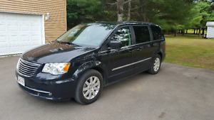 TOWN AND COUNTRY MINI VAN A VENDRE **SUPER BON DEAL!!**