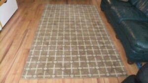 area rug 100% wool in exc cond, nice neutral colors