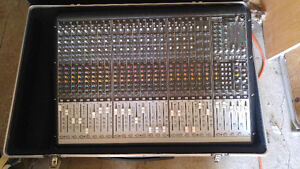 Console mackie onyx 24-4 + road case