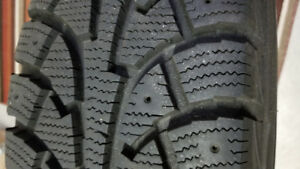 4 excellent Hankook I Pike 215-70R15 Winter tires on rims
