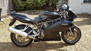 2002 Ducati 900 Sport  V Twin sport bike motorcycle