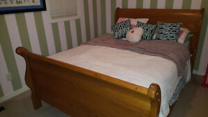 Sleigh Bed - Solid Oak - Queen