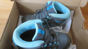 Youth size1 SALOMON hiking boots