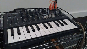 Arturia Microbrute Synthesizer (+ original cables and box)