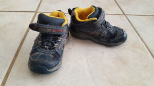 Boy hiking boots (Size 7)