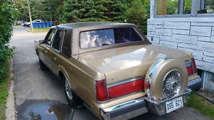 1985 Lincoln Town Car Berline  tel 450-752-7510  apres 5 heures