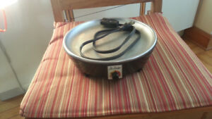 Slow cooker, base for use with saucepan
