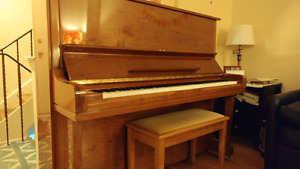 SAMICK UPRIGHT PIANO