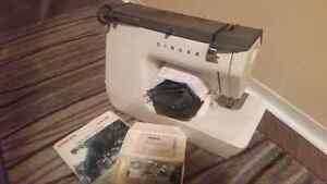 SINGER Sewing Machine for sale!