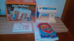 1976 Mattel Sew Perfect Sewing Machine/Machine A Coudre In Box