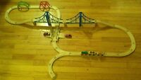Wooden Train Set with 3 piece magnetic-link train