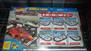 ELECTRIC SLOT CAR RACING SET –  COMPLETE IN THE BOX – EXCELLENT
