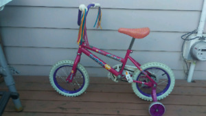 Vélo pour les filles /In GREAT CONDITION /Bicycle For Girls/ bic