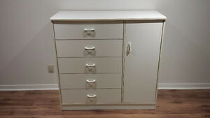 Commode bébé/enfant - Baby/child dresser.