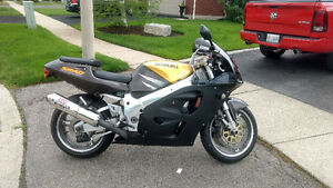 1996 Suzuki gsxr 750  ready to go .