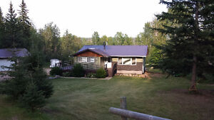 3 Acres, Modern, Bright and Cozy - 5 mins South of Athabasca