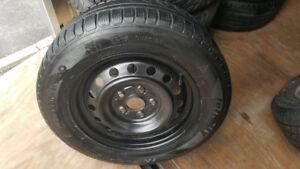 4 pneu d'hiver 195 65 R 15 Jante l'acier (5x114.3) SUZUKI,CAMRY