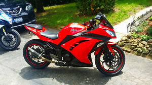 2013 NINJA 300 // RARE RED COLOUR // LOW KM // NEW TIRES