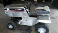Tracteur à gazon comme neuf CRAFTMAN seulement $$800$$