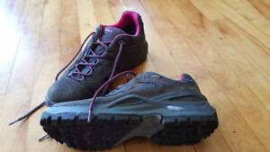 Chaussure de marche Lowa femme pointure 9 (valeur $280)