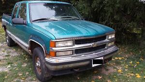 1995 Chevrolet K2500 4X4 Extended Cab Pickup Truck