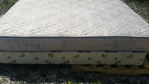 Queen mattress and boxsping