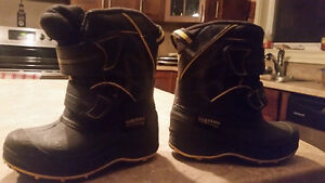 Snow boots, like new, size 7 toddler