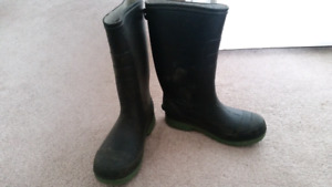 Rubber Boots --- Multiple pairs Youth