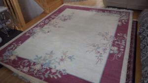 Grande moquette en laine à motif rose de 7 pieds 8 pouces par 10