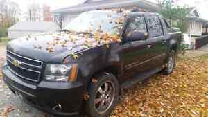2007 chevrolet avalanche 6500 obo or trade for sled?