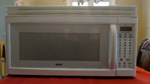 Kenmore 1050 watt Over the range Microwave Oven