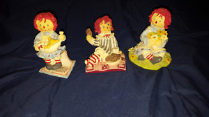 3 raggedy Anne figurines