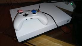 Xbox one X 13months old 1tb 4k