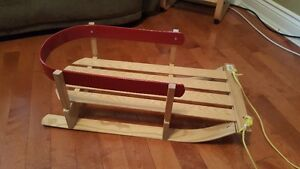 Child wooden sled in perfect condition! Traineau pour enfant!