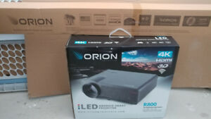 ORION R800 Projector With Screen