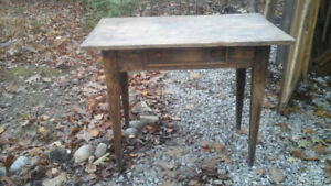 ANTIQUE SIDE/ OCCASIONAL TABLE