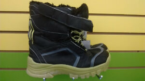 (307A) Boy's winter boots Size 3 YOUTH