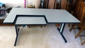 COMPUTER DESK/TABLE..As New..Metal Frame..Very Solid