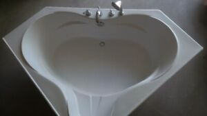 Acrylic Corner Bathtub in good condition at a steal price